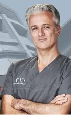 Portrait Dr. med. Darius Alamouti, Privatärztliche Praxis in der Haranni-Clinic, Herne, Hautarzt