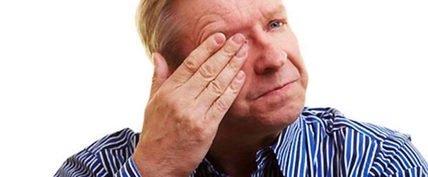 Wie wird eine Blutgefäßverletzung am Auge behandelt?