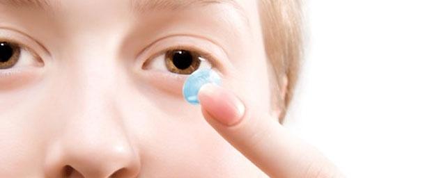 Kontaktlinsen: Arten, Anpassung und Pflege