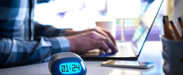 Inwiefern führt Nachtarbeit und Schichtarbeit zu Schlafstörungen und was hilft dagegen?