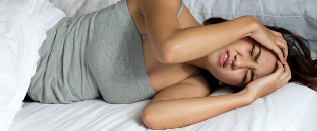 Frau mit Einschlaf- bzw. Schlafstörungen
