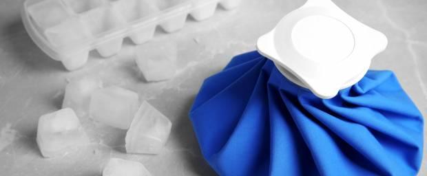 Eiswürfel und Eispack zum Kühlen