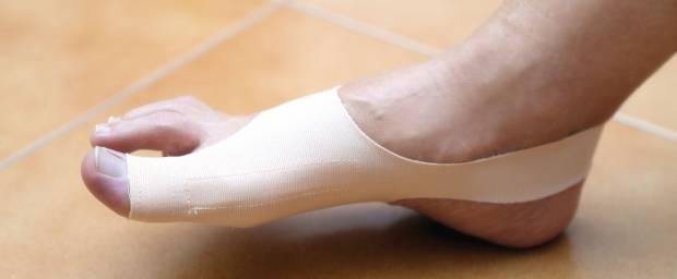 Hallux-valgus-Bandage am Fuß