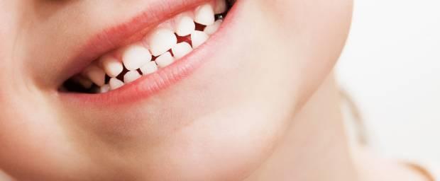 Lächelndes Kind mit Milchzähnen