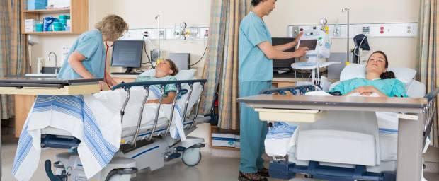 Patienten werden im Aufwachraum betreut