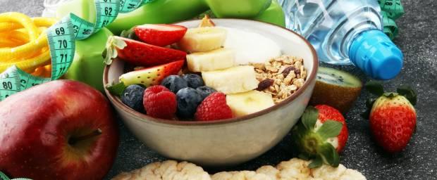 Gesundes Frühstück mit Obst und Wasser