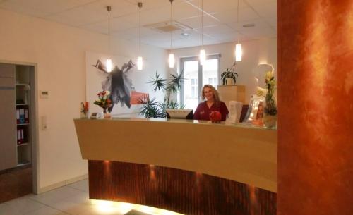 , Dr. Dr. MSc. Irina Brzenska, Belleza Zentrum für Implantologie und Ästhetik, Berlin, MKG-Chirurgin, Oralchirurgin