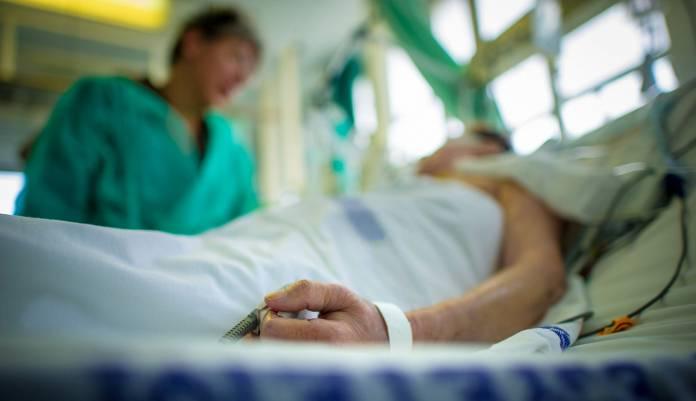 Wie lange bleibt man mit Bauchfellentzündung im Krankenhaus?